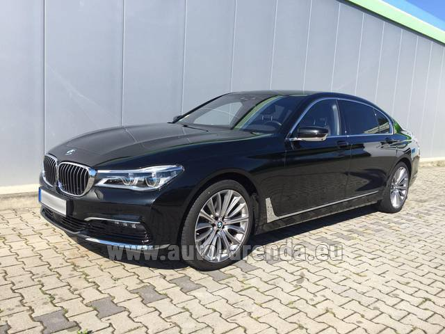 Rental BMW 740 Lang xDrive M Sportpaket Executive Lounge in Milano Lombardia
