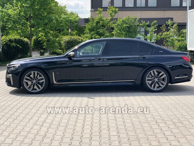 Rental BMW M760Li xDrive V12 in Milano Lombardia