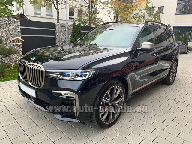 Rental BMW X7 M50d in Milano Lombardia