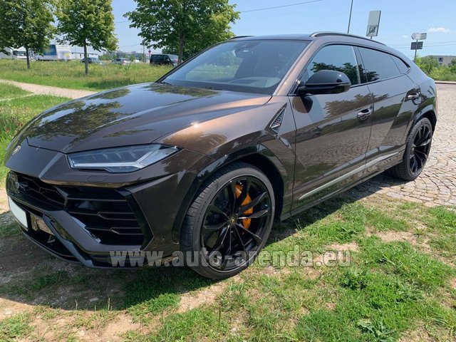Hire and delivery to the Bresso airport the car Lamborghini Urus