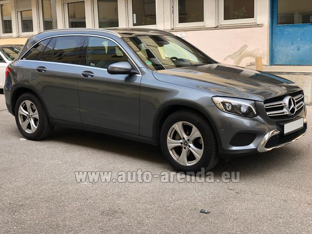 Hire and delivery to the Milan Central Train Station the car Mercedes-Benz GLC 220d 4MATIC AMG equipment