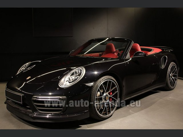 Hire and delivery to the Bresso airport the car Porsche 911 991 Turbo Cabrio S LED Carbon Sitzbelüftung