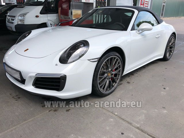 Hire and delivery to the Bresso airport the car Porsche 911 Carrera Cabrio White