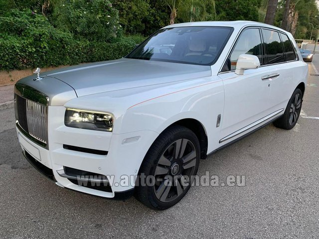 Hire and delivery to the Milano Linate airport (LIN) the car Rolls-Royce Cullinan White