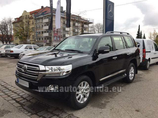 Hire and delivery to the Milan Central Train Station the car Toyota Land Cruiser 200 V8 Diesel